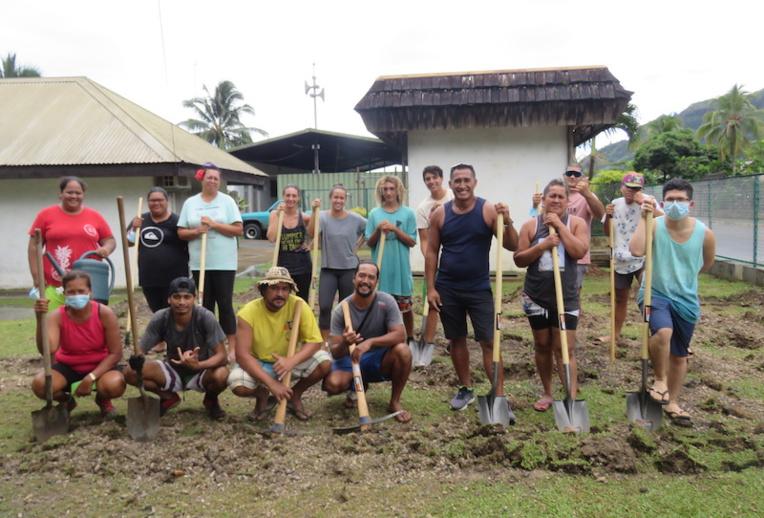 Une quinzaine de jeunes porteurs de projets, originaires de Paopao ont suivi une formation en agriculture bio.