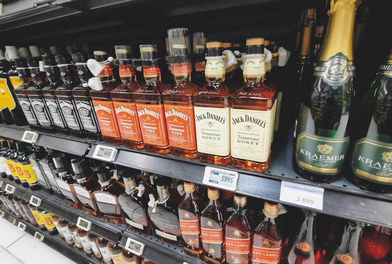La réglementation sur la vente d'alcool rajeunie