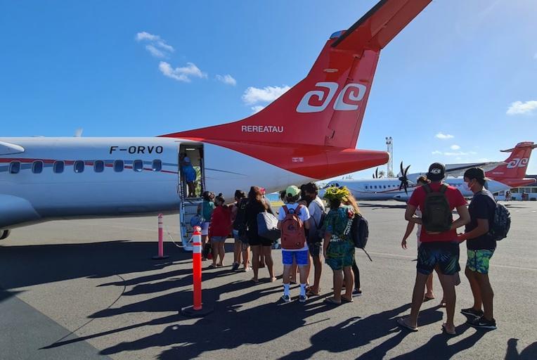 Mardi après-midi, certains élèves de Rangiroa quittaient l'atoll pour rejoindre leur lycée à Tahiti pour la rentrée scolaire. Ils ont tous été testés au centre médical avant leur départ.