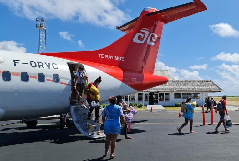 Mardi matin, les élèves de Niau arrivaient à Rangiroa sur un vol Air Tahiti pour la rentrée scolaire. Ils ont été testés avant d'embarquer.