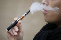 USA: de plus en plus de jeunes fument la cigarette électronique