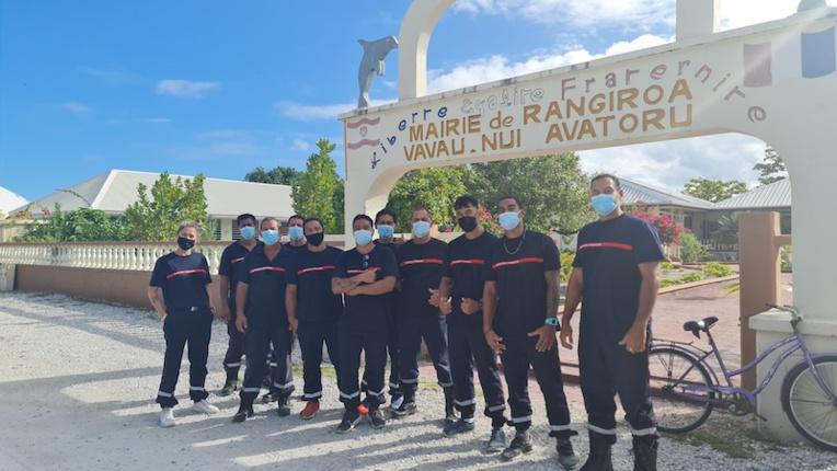 Neuf pompiers volontaires api à Rangiroa