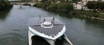 """Le Planet Solar, plus grand bateau solaire du monde à Paris après sa mission """"gulf stream"""""""