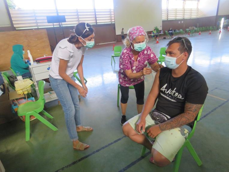 Des bénévoles auprès des soignants à Moorea