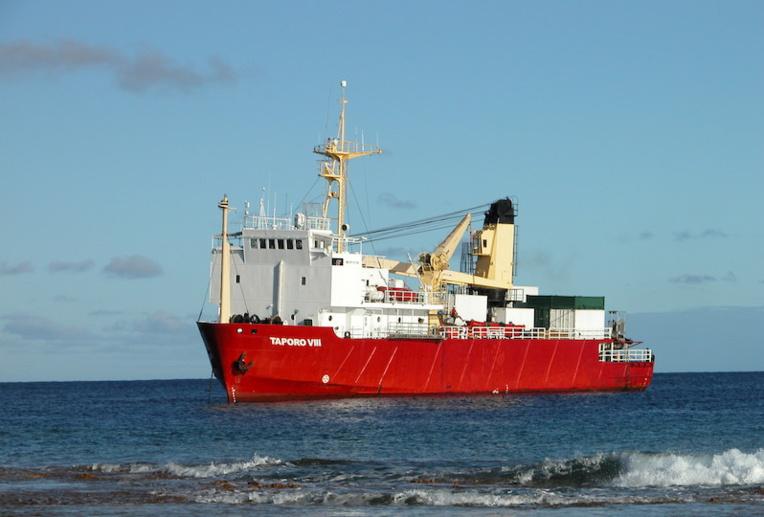 Sur les 14 membres d'équipage du Taporo VIII, 11 sont positifs au Covid-19. Arrivé à Rikitea lundi après-midi, le navire était en attente dans la soirée, d'une décision des autorités sur la suite des opérations.