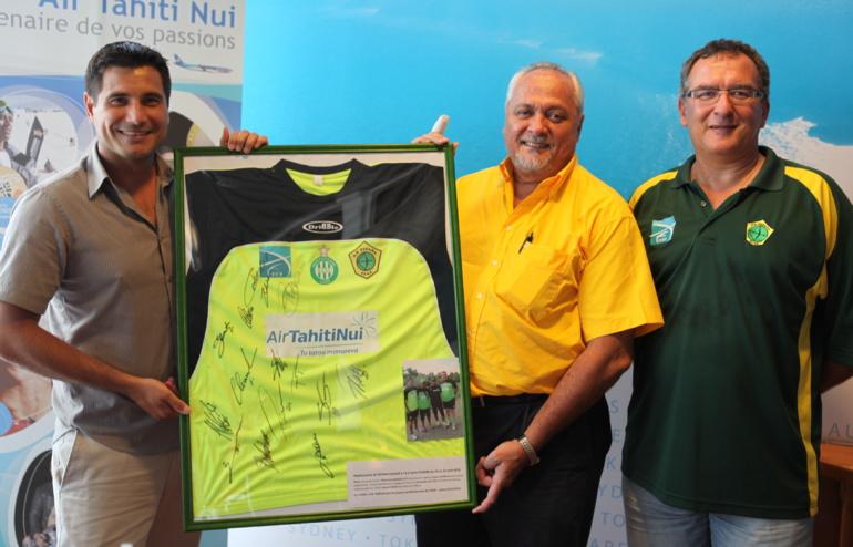 """Tefana / St Etienne : T-shirt """"fleuri"""" pour un partenariat qui porte ses fruits"""