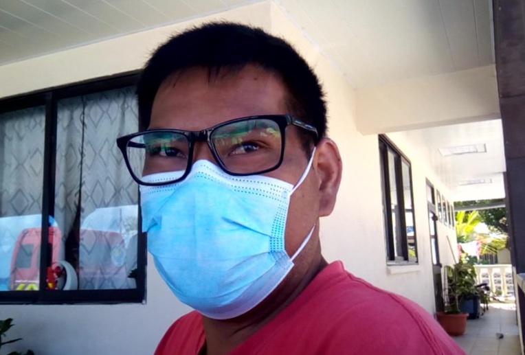 Rouru Tepa, un habitant de Hao venu se faire vacciner.