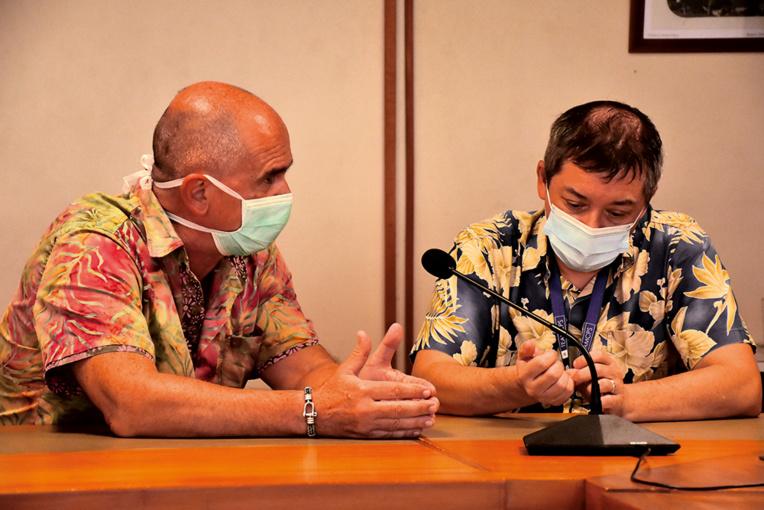 Didier Bondoux, le président du syndicat des médecins libéraux et Vincent Farbre, le directeur de la Caisse de prévoyance sociale, mardi soir.