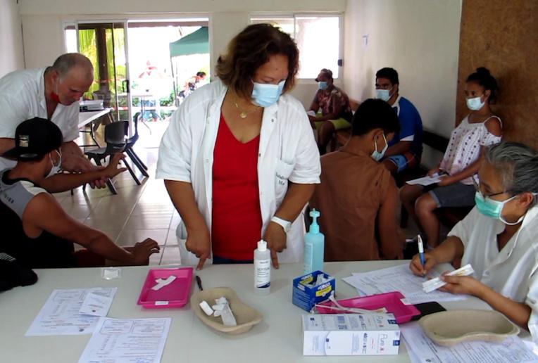 À Nuku Hiva, tous les jeudis un vaccinodrome est ouvert dans les vallées de Taipivai et de Hatiheu, puis tous les vendredis à l'hôpital de Taiohae.