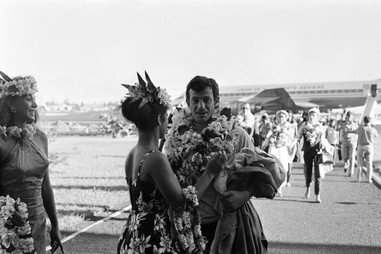 Jean-Paul Belmondo, le 22 avril 1966 à Tahiti. (AFP / Robert Putigny)
