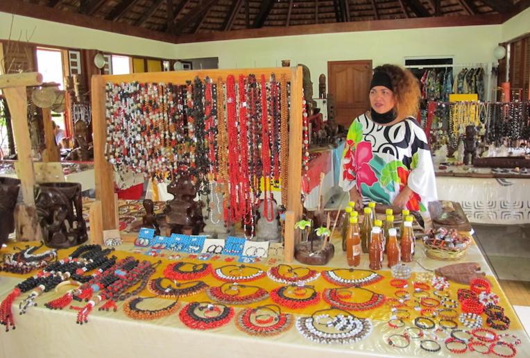 Les 41 tables ne suffisent plus pour accueillir la production des artisans de Nuku Hiva. Ceux-ci souhaitent doubler la surface d'exposition.