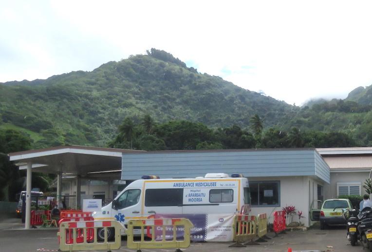 Des professionnels de santé mentale de la réserve sanitaire sont venus soutenir le personnel de l'hôpital de Moorea. Ils leurs ont permis de parler de la situation de crise qu'ils traversent.