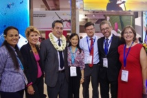 Marcel Tuihani accompagné notamment de Brigitte Girardin, représentante spéciale de la Polynésie française à Paris au salon Top Resa.