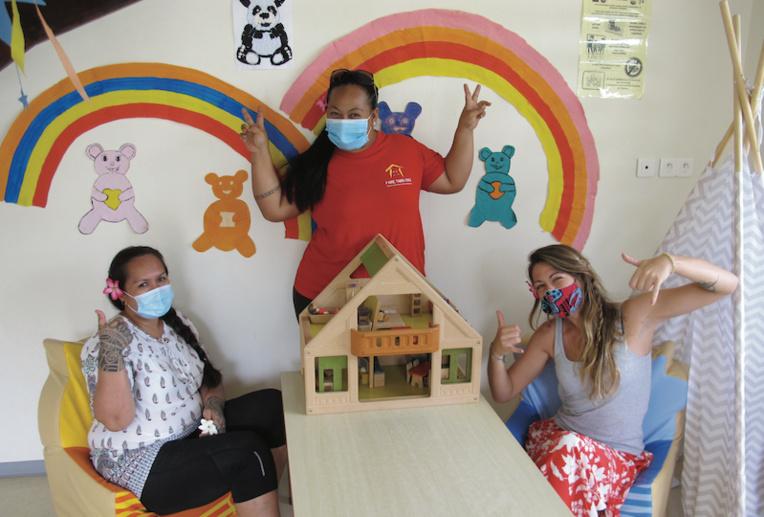 L'équipe de la Maison de l'enfance avec Fabienne, Nelly et Mathilde, la nouvelle directrice.