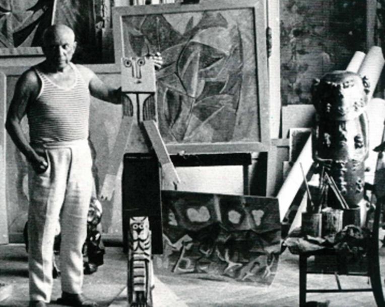 Le célèbre peintre Pablo Picasso détenait un moulage de A'a, dont il ne se séparait jamais. L'artiste avait compris toute la valeur esthétique de cette sculpture, surnommée la Joconde de l'Océanie.