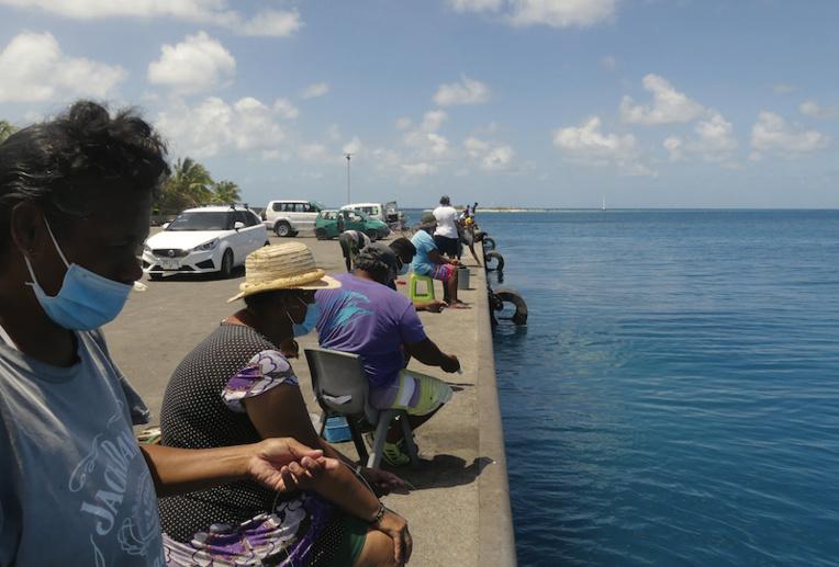 C'est sur le quai de Ohotu que les amateurs de balistes viennent les pêcher.