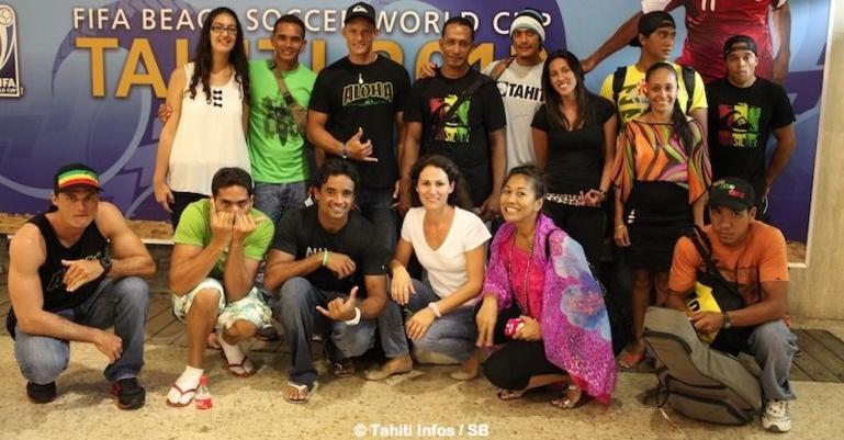 Va'a V6 - Départ de 4 équipes pour la course de l'année à Molokai : 'Sur l'eau, on est plus des collègues' !