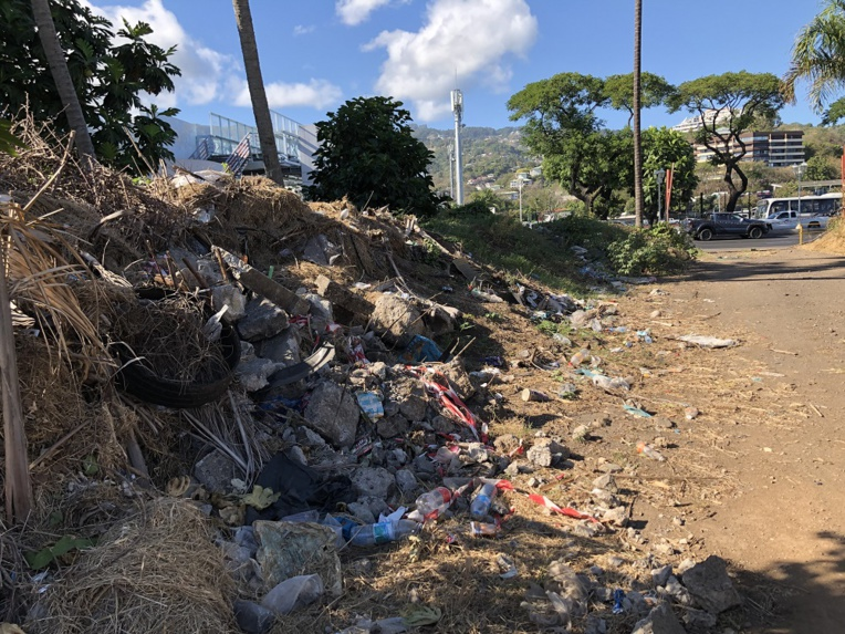 L'entreposage par la direction de l'équipement de déchets de curage sur un terrain vague à côté de la piscine municipale, avait fait scandale en septembre 2019. (Photo d'archives).