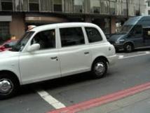 """En Australie, les """"black cabs"""" de Londres rouleront en blanc à cause de la chaleur"""