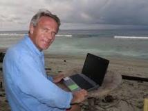 Sur une île mystérieuse en Indonésie, un Robinson internaute