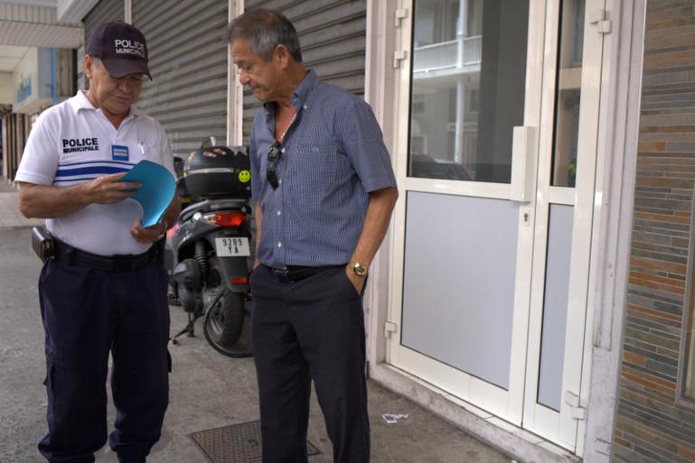 Charles Fong Loi, 4e adjoint au maire de Papeete, ce vendredi devant l'entrée du 11, rue Gauguin à Papeete.