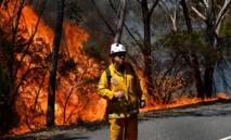 """Australie: les pompiers veulent éviter un """"méga-incendie"""" dans le sud-est"""