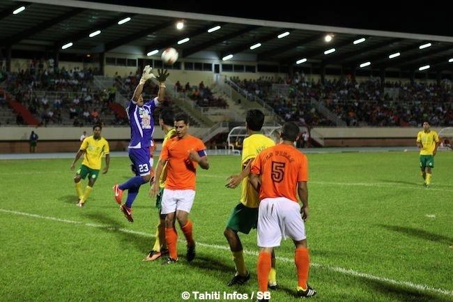Foot – Pirae vs Tefana : le doublé pour le capitaine des Tiki Toa Naea Bennett, la 'pagaie' pour le premier but de Marama Vahirua