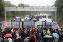La colère bretonne contre l'écotaxe provoque des affrontements dans le Finistère