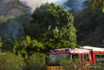 En Polynésie française, les incendies sur les versants escarpés posent immédiatement un problème d'accessibilité des moyens à proximité des foyers les plus actifs.