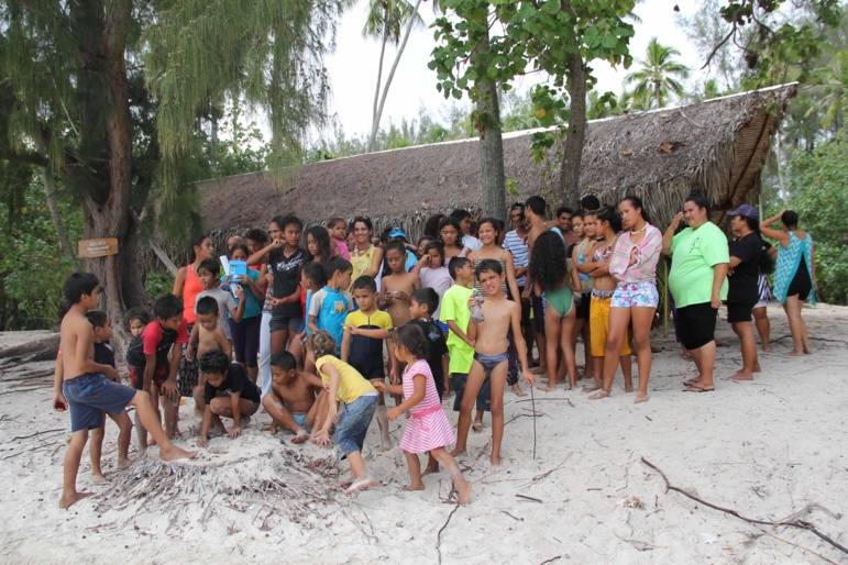 Des enfants défavorisés à la rencontre des baleines à moorea