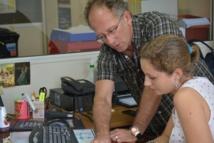 Le docteur Henri-Pierre Mallet et l'épidémiologiste Anne-Laure Berry du Bureau de veille sanitaire suivent chaque semaine les évolutions des épidémies en cours sur le territoire.