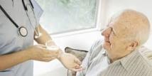 Former les soignants: la recommandation d'un rapport sur les médicaments en maison de retraite