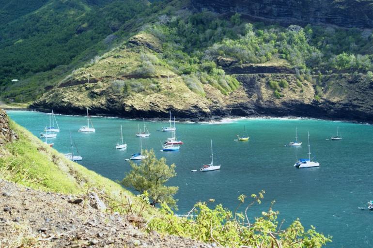 """La baie de Hane """"envahie"""" de voiliers. """"C'est la première fois, de mémoire d'habitant de Ua Huka"""" nous avait confié le maire de l'île Nestor Ohu. Crédit photo : Thomas Athenol"""