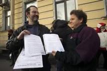 Six militants de Greenpeace amnistiés par la Russie rentrent chez eux via Paris