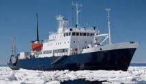 Un navire russe bloqué dans l'Antarctique attend un secours australien