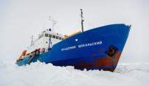 Antarctique: le mauvais temps empêche l'opération de secours du navire russe pris dans la glace