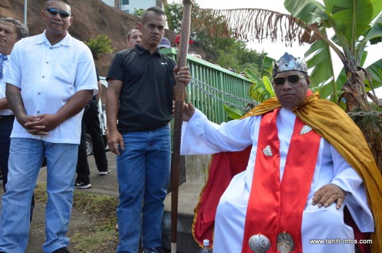 Le roi Pakumotu à Outumaoro le 17 octobre 2013.
