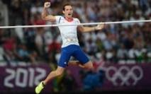 Le Français Renaud Lavillenie bat le record du monde de saut à la perche en salle à 6,16 m.
