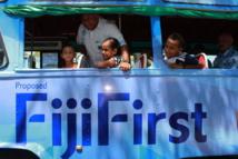 Franck Bainimarama a annoncé le nom de son parti, Fiji First, depuis un autobus dimanche à Suva.