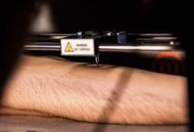 La machine à tatouer : laisseriez-vous un robot marquer votre peau ?