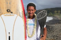 Poenaiki Raioha,  un Tahitien champion du monde de stand up paddle