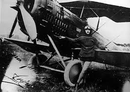 Le 8 mai 1914 le premier hydravion assemblé et piloté par Maurice Guillaux
