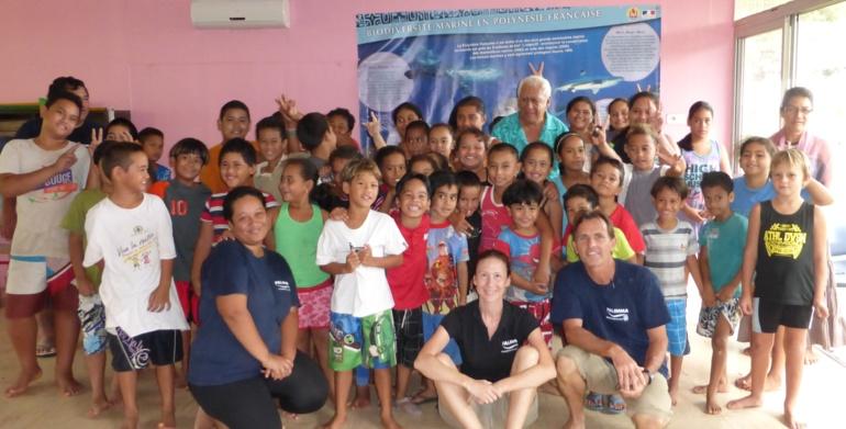 Acceuil de l'equipe PALIMMA par l'ecole primaire de Vaitahu en mai 2014