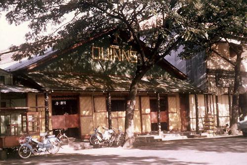 Le Quinn's, l'incontournable lieu de rendez-vous des fêtards (année 70)