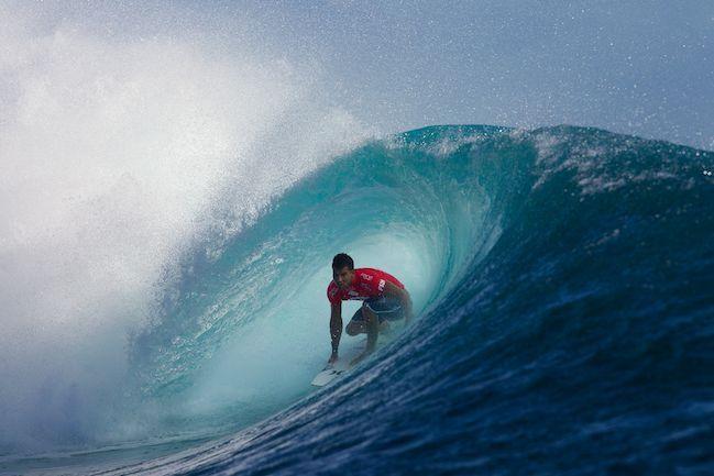Surf Fidji Pro : Bourez s'impose face à Slater et passe en 1/2 finale