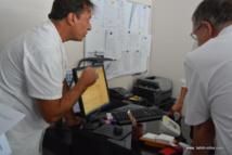 En Polynésie, la télésurveillance des personnes porteuses d'un implant cardiaque utilisant téléphone portable du patient et ordinateurs dans le service de cardiologie du CHPF existe déjà.