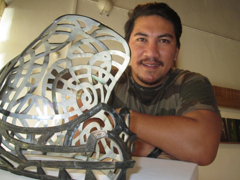 Rataro Teikitutoua, originaire des îles marquises, aime choquer et surtout étonner.