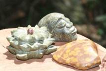 La pierre fleurie s'assortie bien avec d'autres minéraux utilisés en sculpture. Photo : le blog de l'océanien