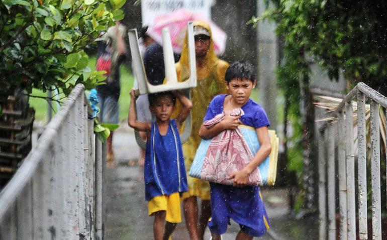 Typhon aux Philippines: évacuation massive, Manille paralysée, 11 morts