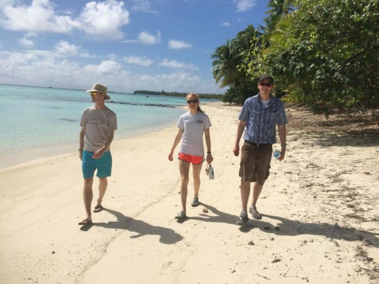 Lauren Brandkamp et ses collègues de l'Université de Washington effectuent une mission scientifique à Tetiaroa